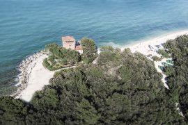 baia di portonovo torre de bosis